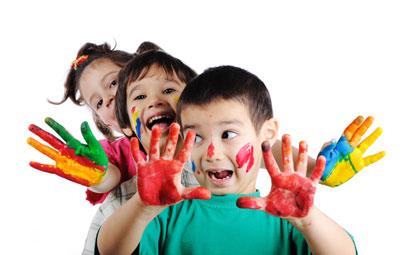 http://data.simply-site.fr/1/21/120_227XMB893y/images/jeunesse/enfant_peinture%281%29.jpg